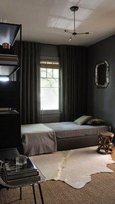 Simple room design ideas for men dark bedroom decor inspiration home interior ideas pictures . Cozy Small Bedrooms, Bedroom Ideas For Men Small, Dark Bedrooms, Masculine Bedrooms, Black Rooms, Black Room Decor, Dark Interiors, Aesthetic Bedroom, Man Room