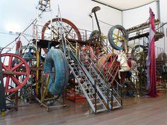 Bunter Schrott wird Kunst - begehbar Bilder Museum Tinguely Museum