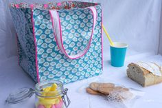 Et encore un sac Diy Clutch, Diy Tote Bag, Diy Purse, Sac Lunch, Lunch Bags, Snack Bags, Diy Bags Purses, Couture Sewing, Bag Patterns To Sew