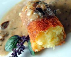 Alicja w krainie garów...: Krokiety ziemniaczane, czyli croquettes de pommes de terre, z sosem grzybowym