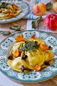 Ravioli full of autumnal flavours: pork, sage, mushrooms, apple...