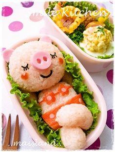 Summertime bikini pig onigiri bento box, using dyed rice, ham, and imitation crab for decoration Bento Recipes, Cooking Recipes, Cute Food, Good Food, Japanese Food Art, Japanese Lunch, Bento Kids, Cute Bento, Food Displays