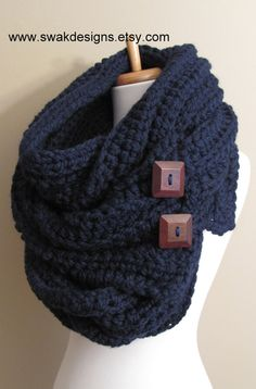 I've never seen a scarf like this...love it! Buttons are too cute.