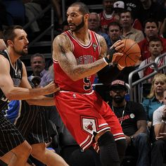 Carlos Boozer, posting up against Ryan Anderson, scores 24 points in the Bulls' rout of the Magic. #NBA