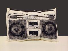 Kissen - Ghettoblaster-Kissen schwarz - ein Designerstück von MinaGarcia bei DaWanda