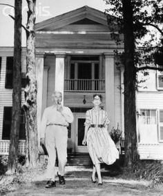 William Faulkner with his wife, Estelle, in front of their house, Rowan Oak, Mississippi Architecture. William Faulkner, Oxford Mississippi, Literary Travel, Southern Gothic, Southern Charm, Writers And Poets, History Of Photography, Romance, Before Us