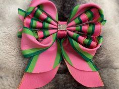 Hair Forum, Disney Hair Bows, Hair Bow Tutorial, Boutique Hair Bows, Diy Bow, Girl Hair Bows, Doll Accessories, Diy Hairstyles, Fabric Flowers