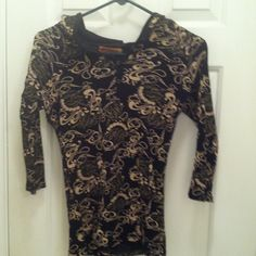 Apple bottoms top It is lightweight with a hood & 3 buttons down the front so you wear to your discretion. Sleeve are about 3/4 BNWT apple bottom Tops