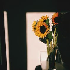 VSCO Grid Let's Build Something Beautiful Together To learn more, visit grid. My Flower, Pretty Flowers, Fred Instagram, Sunflower Photography, Sunflower Wallpaper, Flower Aesthetic, Mellow Yellow, Aesthetic Vintage, Something Beautiful