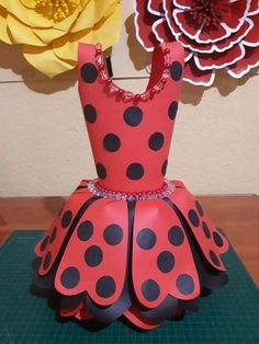 Paper Art, Paper Crafts, Diy Crafts, Diy Flowers, Paper Flowers, Halle, Party Time, Bodies, Party Favors