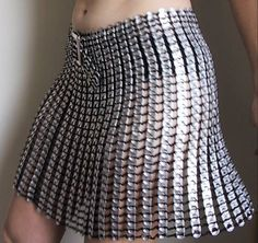Flirty A-Line skirt made of soda pop can tabs. Soda Tab Crafts, Can Tab Crafts, Bottle Cap Crafts, Tape Crafts, Diy Fashion, Ideias Fashion, Pop Can Tabs, Soda Tabs, Design Textile
