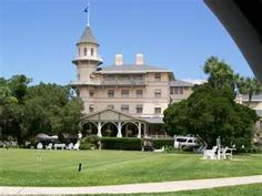 Jekyll Island Club, Historical Sites « America's Castles. Stayed on property to enjoy the beautiful sights of the Gilded age. It is beautiful at night! Great Places, Places Ive Been, Beautiful Places, Jekyll Island Club Hotel, Jekyll Island Georgia, Places To Travel, Places To Go, Ocean Front Property, Relaxing Places