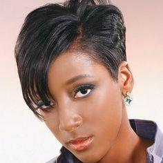 Pixie coupe de cheveux fГ©minine sur les cheveux noirs