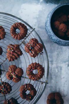 Recipe for danish chocolate biscuit chocolate cookies- - Chocolate Biscuits, Chocolate Recipes, Chocolate Chip Cookies, Sugar Cookies, Cookie Recipes, Dessert Recipes, Desserts, Danish Butter Cookies, Cake Blog