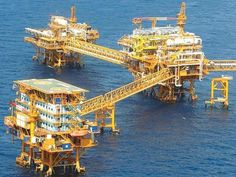 Black Gold Oil, Oil Rig Jobs, Civil Engineering Construction, Oil Platform, Drilling Rig, Oil Industry, Industrial Architecture, Crude Oil, Tug Boats