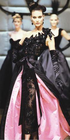 Valentino Couture Fall 1995, Valentino Fall 2004, Valentino, Valentino Garavani, fashion, haute couture, womenswear, dress, gown, couture, catwalk, runway, designer
