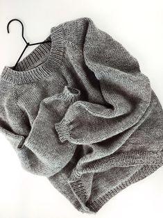 Sweater Knitting Pattern ⨯ Women Raglan Knit Pullover, The York Sweater Women Knit Pattern Easy Sweater Knitting Patterns, Knit Patterns, Knitting Sweaters, Cozy Sweaters, Pullover Design, Sweater Design, Tricot Simple, Raglan Pullover, Knit Basket