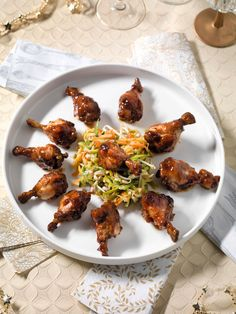 Gekarameliseerde kippenboutjes met oosterse salade en pinda's