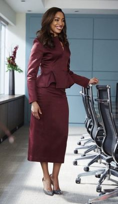 Jessica Pearson wears Christopher Kane in Suits season 5 fashion