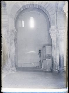 Arco mozárabe. Iglesia de Santa María, Lebeña (Cantabria). Fondo Gómez-Moreno/Orueta. http://bvirtual.bibliotecas.csic.es/csic:csicalepharc000067893
