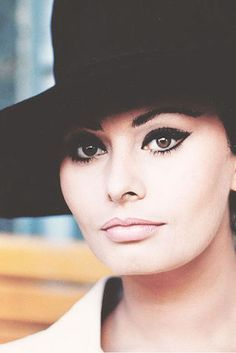 Sophia Loren is arguably the queen of a dramatic winged eye