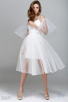 Is this a wedding dress? Pretty Dresses, Beautiful Dresses, White Mesh Dress, Bridal Dresses, Bridesmaid Dresses, Party Dresses For Women, Mode Kawaii, Minimalist Dresses, Short Dresses