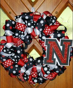 This DIY wreath is perfect to pump up team spirit! #Huskers   Perfect for a BYU wreath too! #GOCOUGARS