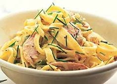 Creamy Smoked Chicken and Chive Fettuccine could sub sour cream for cream fraiche Fettuccine Recipes, Pasta Recipes, New Recipes, Dinner Recipes, Cooking Recipes, Pasta Meals, Rice Recipes, Recipies, Favorite Recipes