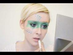 Make up eye band tutorial 80s Makeup, Costume Makeup, Alien Makeup, Futuristic Makeup, Eye Makeup Images, Makeup Tutorials Youtube, Green Powder, Halloween Face Makeup