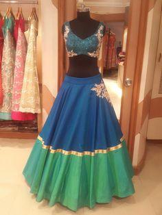 Pinterest: @nur zulaikha Indian Wedding Gowns, Indian Bridal Lehenga, Indian Dresses, Wedding Mehndi, Lehenga Crop Top, Red Lehenga, Anarkali, Plain Lehenga, Lengha Choli