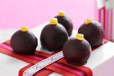Orange chocolate truffles Rum Truffles, Peanut Butter Truffles, White Chocolate Truffles, Decadent Chocolate, Chocolate Orange, Chocolate Treats, Christmas Truffles, Christmas Gifts, Christmas Recipes