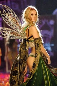 20 of the Most Memorable Victoria's Secret Runway Looks of All Time Ahead of the 2015 Victoria's Secret Fashion Show, check out 20 looks from its history. Victoria Secrets, Victoria Secret Wings, Victorias Secret Models, Victoria Secret Fashion Show, Fashion Shows 2015, Fashion Models, Fashion Outfits, Womens Fashion, Fashion Styles
