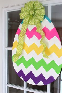 DIY: Wooden Easter Egg Door Hanger