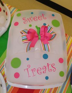 Inexpensive cake carrier and vinyl with removable bow