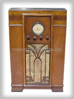 Montgomery Ward & Co Airline Radio. My grandparents had one like this