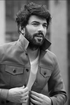 Did you know Engin Akyürek has earned a degree from an eminent university in Turkey & a prestigious Emmy nomination Turkish Men, Turkish Beauty, Turkish Actors, Charming Man, Clint Eastwood, Best Actor, Mannequins, Hand Henna, Pretty People