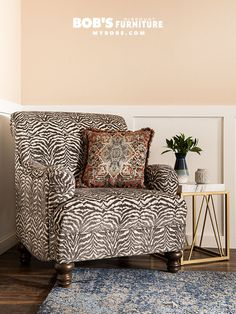 This new trend is a beautiful clash of styles where traditional meets modern meets scandinavian meets boho meets glam. Bold Prints, Mixing Prints, Fuzzy Chair, Chunky Blanket, Coffee Table Books, Pantone Color, Home Decor Trends, Print Patterns, Modern Furniture