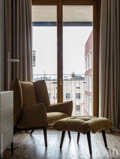 Интерьеры от Ники Воротынцевой на фото: квартира в новостройке в Москве | AD Magazine #fabric #reflection #woodfloor #wood