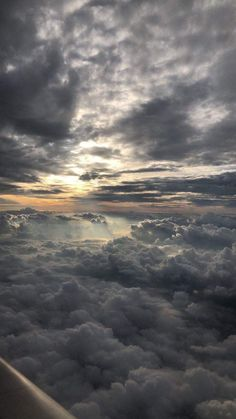 Wolken im Himmel You are in the right place about iphone wallpaper retro Here we offer you the most beautiful pictures about the iphone wallpaper funny you are looking for. When you examine the Wolken … 80s Wallpaper, Wallpaper Winter, Travel Wallpaper, Nature Wallpaper, Cloud Wallpaper, Iphone Wallpaper, Beach Wallpaper, Phone Backgrounds, Wallpaper Backgrounds