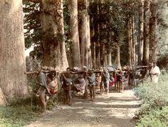 Kago, travelling chair Hakone road. Studio Shin-e-Do (Kobe, Japan) Photography. 19th century. songesoleil