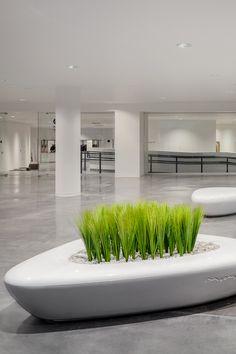 Изделия изэтой коллекции позволяют создавать различные композиции засчет взаимной комбинаторики трёх пластичных элементов, создающих образ естественного природного ландшафта. Collection