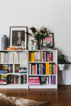 Home library office ikea billy 49 Super ideas Billy Ikea, Living Room Decor, Bedroom Decor, Bedroom Wall, Ikea Bedroom, Living Rooms, Deco Studio, Blue And White Vase, Interior Decorating