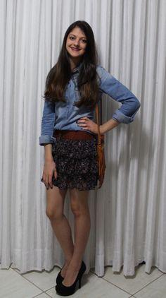 Look do dia: camisa jeans + saia  http://blabladodia.wordpress.com/2013/05/20/look-do-dia-camisa-jeans-saia/