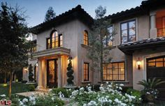 Kim Kardashian Sells Beverly Hills Bachelorette Pad (I will be glad to live in that home! It is gorgeous!)