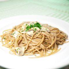 Spaghetti integrali con funghi prataioli - Wholewheat spaghetti with mushrooms