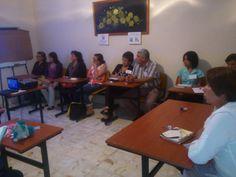 Participantes atentos a la plática Cómo afrontar la enfermedad y ser feliz