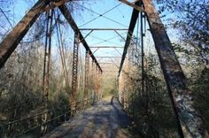 Ghost Bridge Lauderdale County, Alabama - This bridge has since been demolished Haunted Places, Abandoned Places, Florence Alabama, Sweet Home Alabama, Covered Bridges, Old Pictures, Nature Photos, Day Trips, Ben Tate