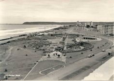Came across this old, very old picture of Durban beachfront. Not sure what year this is, if there's anyone who knows please comment. News South Africa, Durban South Africa, My Family History, Kwazulu Natal, North Beach, African History, Beach Photography, Beach Photos, Old Pictures