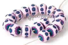Photo tutorial to make the flower cane beads.