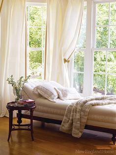 A nineteenth-century chaise longue beckons from a window bay overlooking a garden. Photo by Miki Duisterhof Make Your Bed, My Happy Place, Cozy House, Home Hacks, Humble Abode, Dream Bedroom, Clean House, Life Cheats, Blog Search
